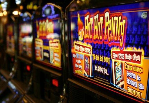 В Латвии - меньше игорных залов, оборот азартного бизнеса вырос